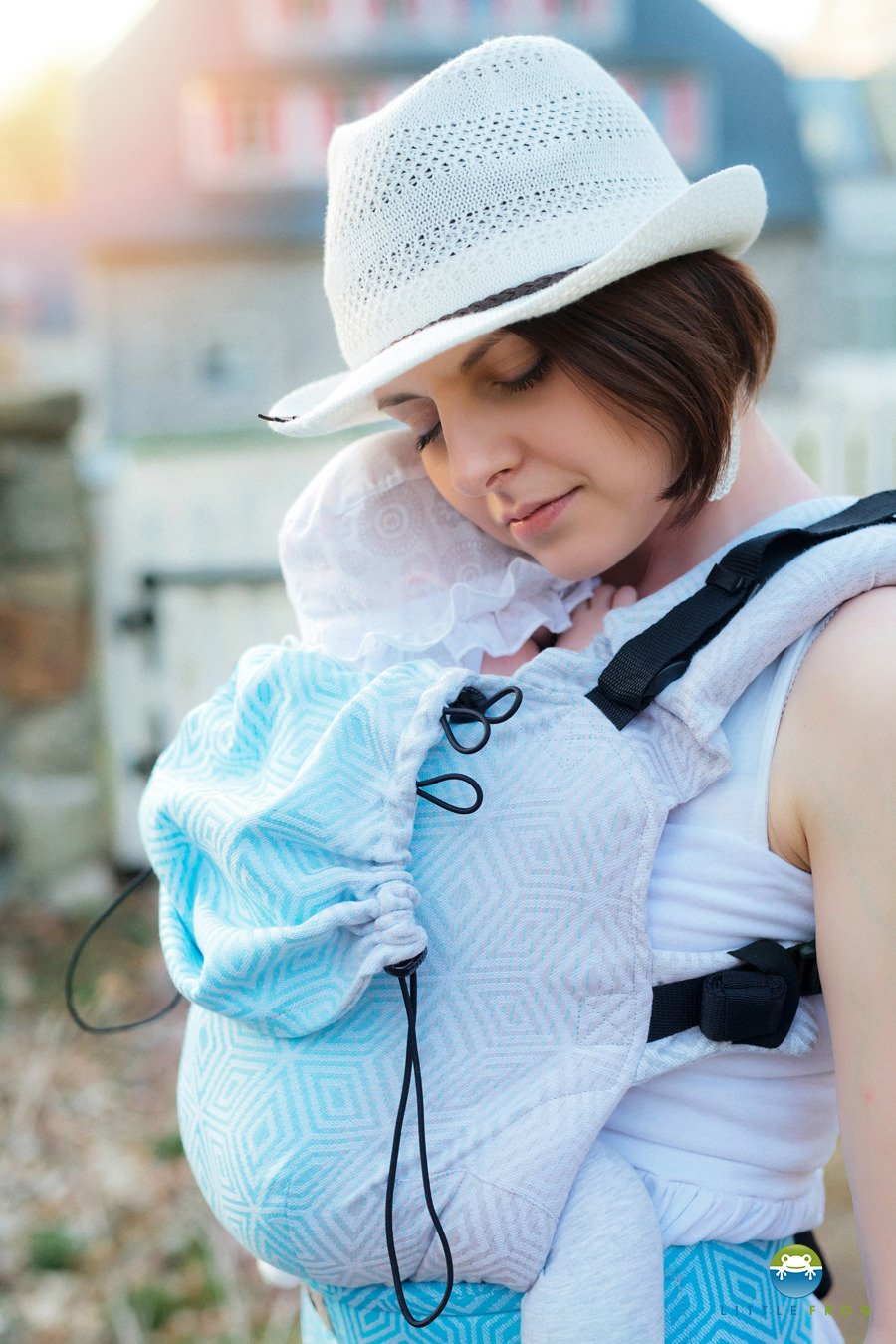 e0657d94113 ... Little Frog Ergonomic Carrier - Sky Cube 1 Click to zoom ...